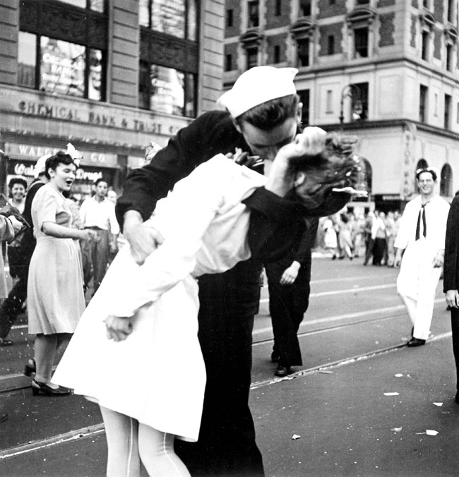 Kissing the War Goodbye, fotografía de Victor Jorgensen. US archives.
