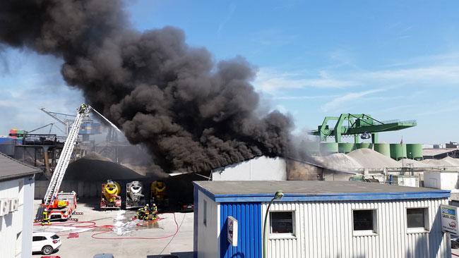 Incendio en una fábrica